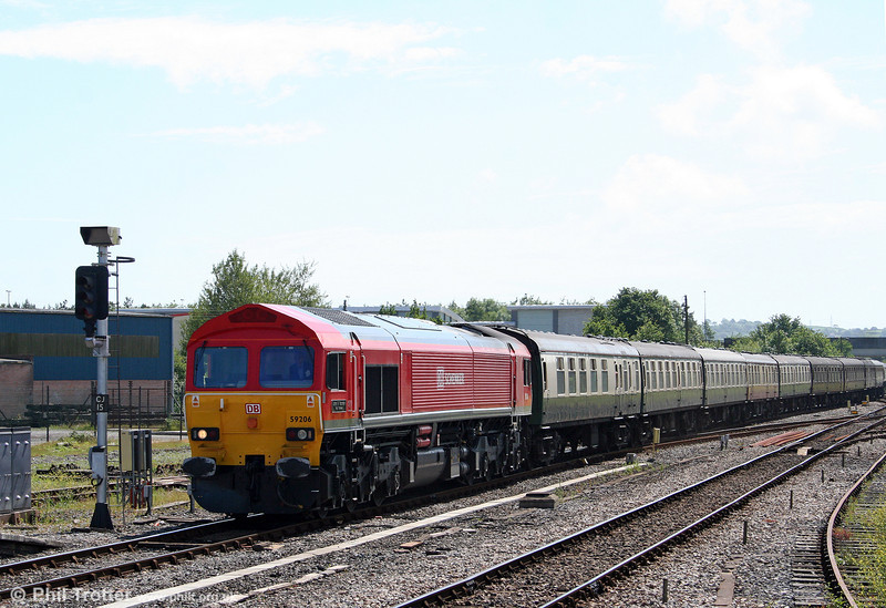 59206 'John F Yeoman - Rail Pioneer' brings the empty stock into Carmarthen ready to form 1Z59, 1556 to London Paddington, the return 'Thames-Towy' on 13th June 2009.