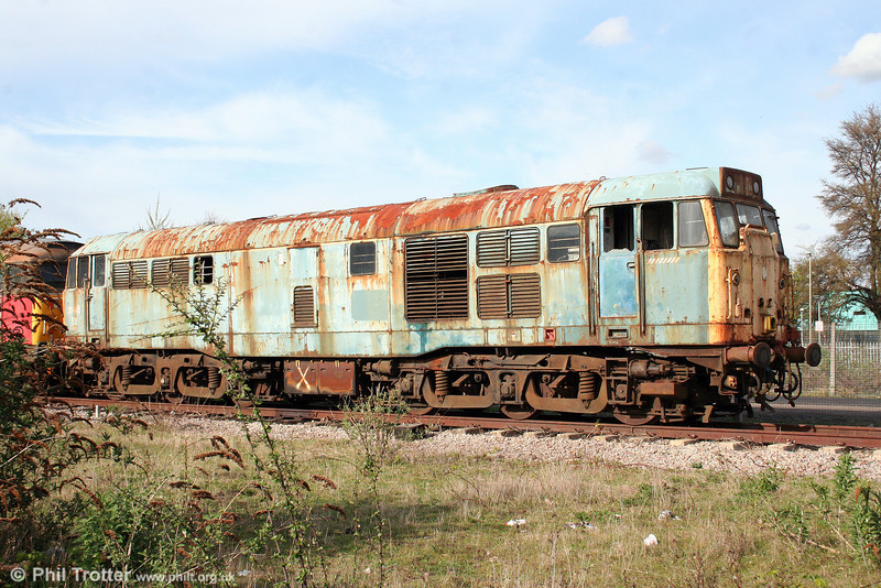 The sad sight of 31415 as it awaits its inevitable fate at Gloucester on 11th April 2009. The former D5824 was withdrawn in July 1995 and previously had been stored at Meldon Quarry.