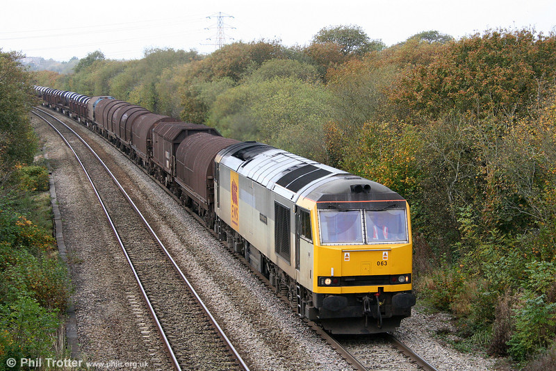 60063 'James Murray' starts the climb up Stormy with 6B03, 0909 Trostre to Llanwern on 31st October 2009.