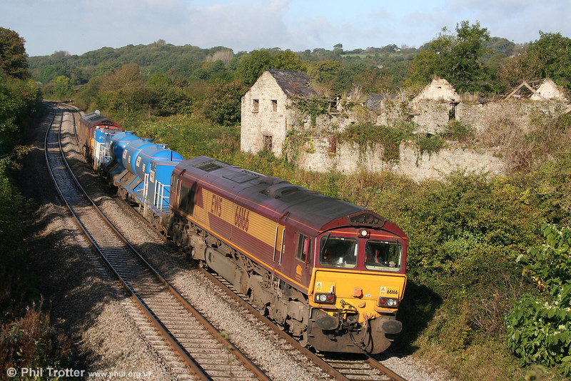 It's that time of the year again... 66166 and 66127 top and tail 3S61, 1901 (previous night) Margam to Margam via most of the south and west Wales branches RHTT at Llangewydd on 10th October 2009.