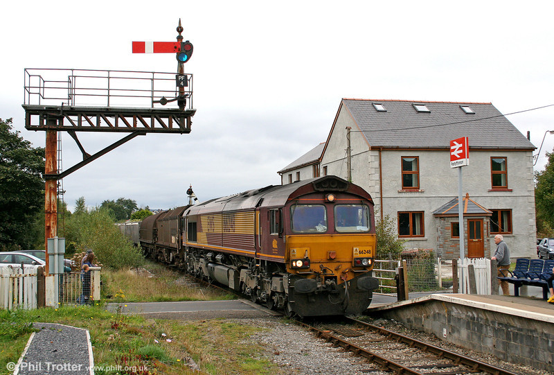 66248 at Pantyffynnon with the diverted 6Z22, 0555 Llanwern to Margam on 27th September 2009.