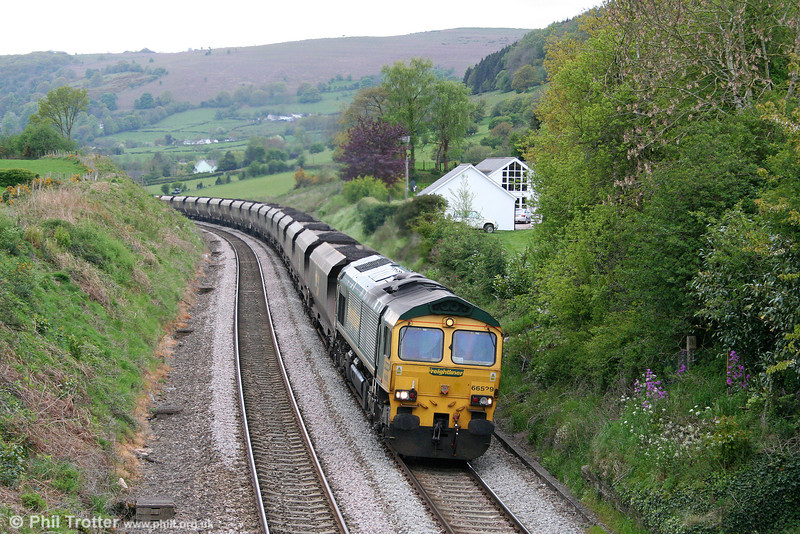 66529 climbs Llanfihangel Bank at Penyclawdd with 6M61, 0825 Portbury to Rugeley Power Station on 4th May 2009.