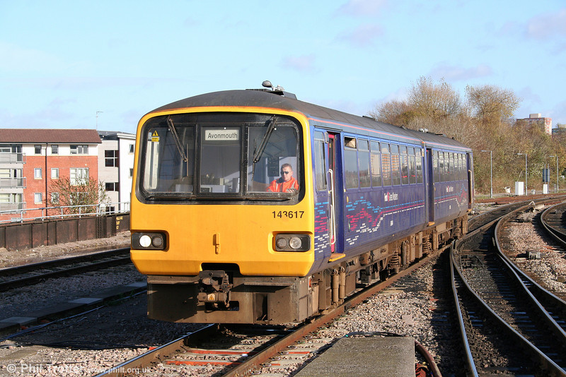 143617 arrives at Bristol Temple Meads forming the 1152 service from Avonmouth on 15th November 2009.
