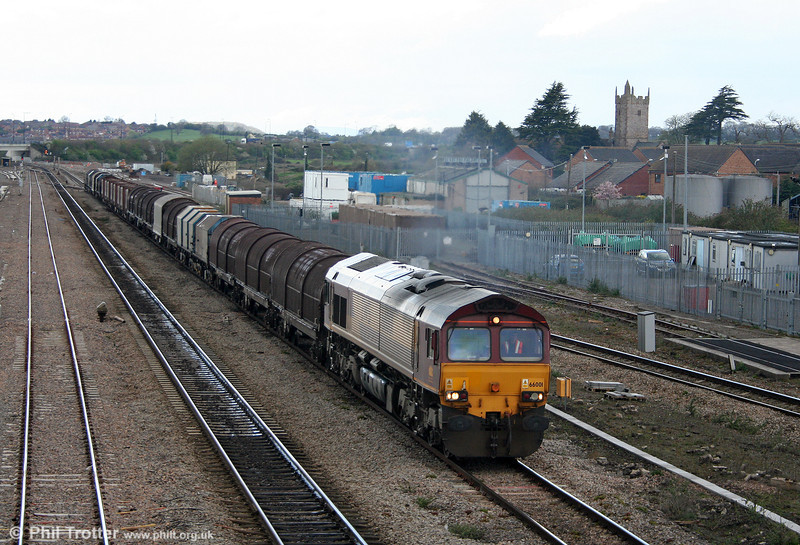 Class pioneer 66001, with its unmodified couplers, passes Severn Tunnel Junction with 6M41, 1155 Margam to Round Oak on 7th April 2009.