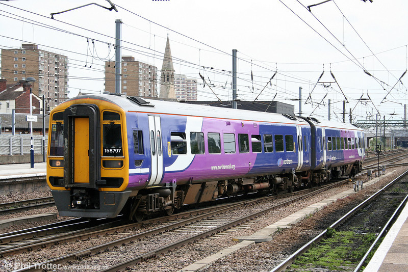Northern's 158797 arrives at Doncaster forming the 1441 Sheffield to Hull on 6th August 2009.