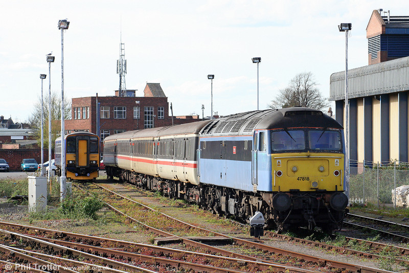 Cotswold/Advenza 47818 'Emily' with a line of Inter-City liveried MkIIs at Gloucester on 11th April 2009.