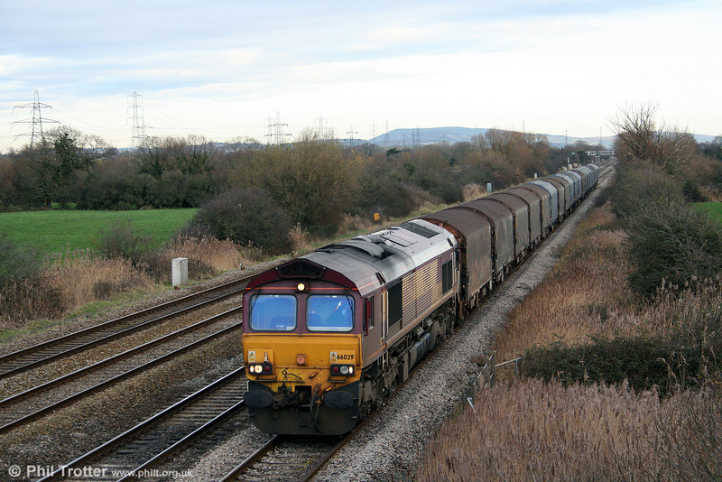66039 passes Coedkernew with 6V78, 0459 Wembley to Margam on 19th December 2009.