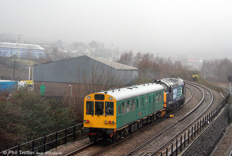 Network Rail Inspection Saloon 975025 'Caroline' brings up the rear of 2Z27, 1334 Swansea to Cardiff at Swansea Loop East on 27th January 2007.