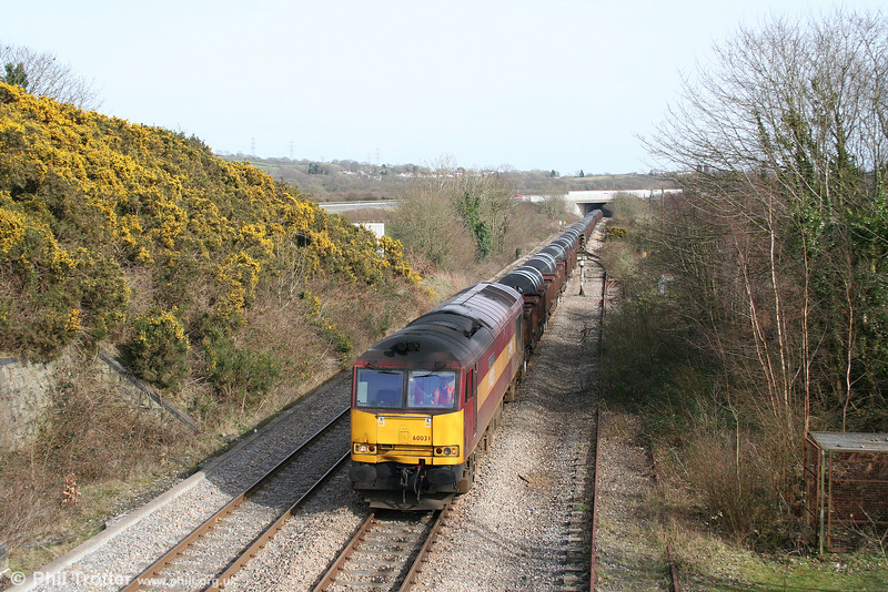 60031 'ABP Connect' passes the disused Grovesend Colliery Loop at Waungron with 6B12, 1423 Margam to Trostre on 15th March 2009.