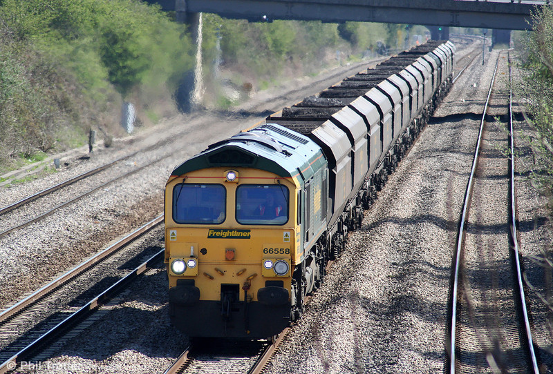 66558 approaches Llandevenny with 6M04, 1025 Portbury to Rugeley Power Station on 7th April 2009.