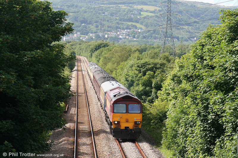 59205 'L Keith McNair' passes Felin Fran with 1Z59, 1556 Carmarthen to London Paddington, the return 'Thames-Towy' on 13th June 2009.