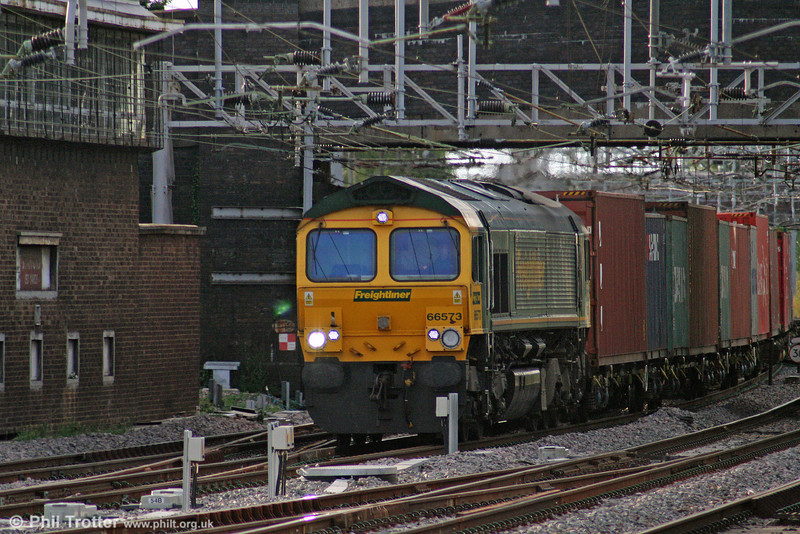 66573 enters Stafford with 4L96, 1618 Trafford Park to Felixstowe on 5th August 2009.
