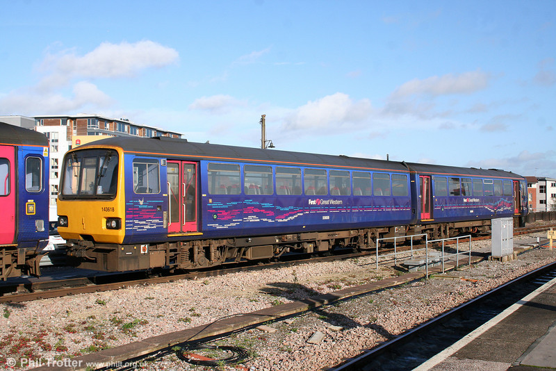 143618 shows the FGW local lines livery to good effect at Bristol Temple Meads on 15th November 2009.