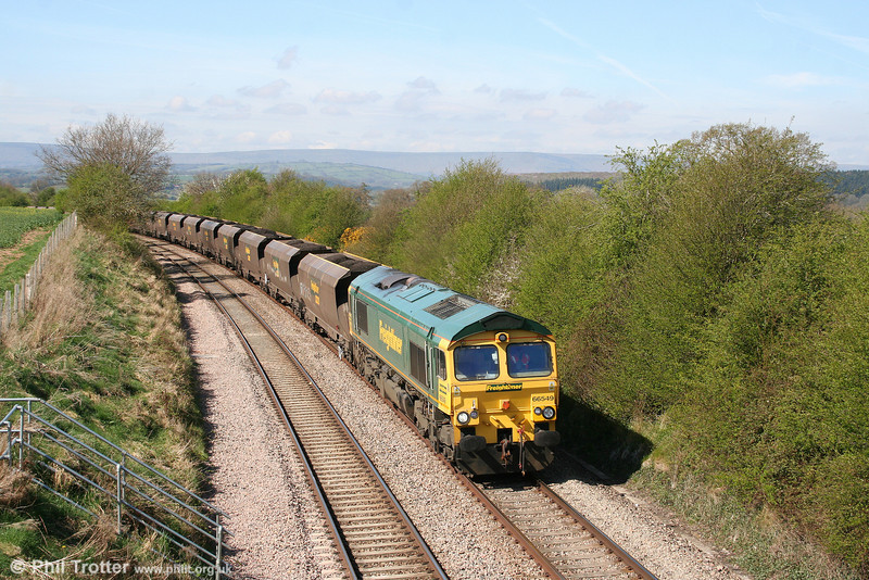 66549 passes Wormbridge with the late running 6M55, 0654 Portbury to Rugeley Power Station on 13th April 2009.