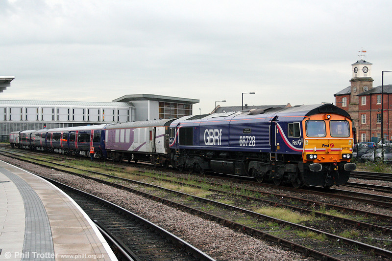 A few days later, and the exercise is repeated with 377516. 66728 'Institution of Railway Operators' again prepares to depart with 5X77, 1945 Derby Adtranz Litchurch Lane to Selhurst on 6th August 2009.