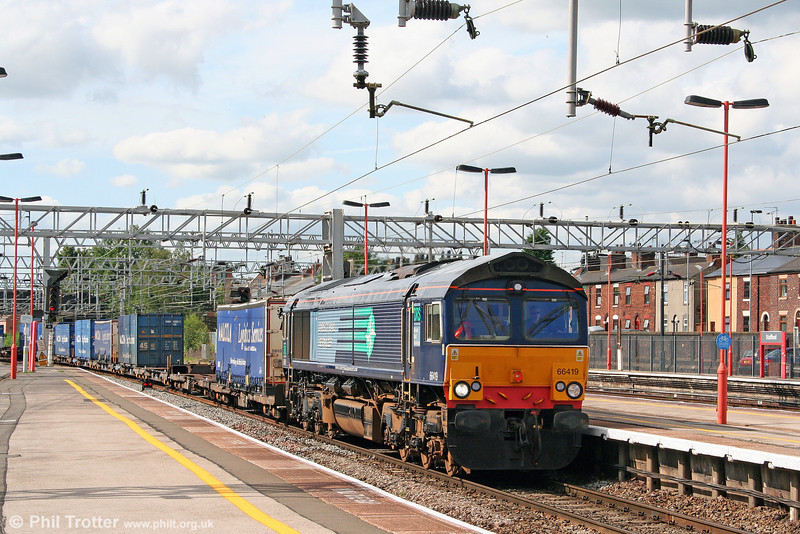 66419 passes Stafford with 4M64, 0828 Mossend to Daventry intermodal on 5th August 2009.