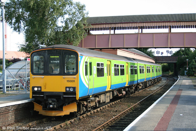London Midland 150011 prepares to leave Stratford-upon-Avon forming the 1727 service to Kidderminster on 30th July 2009.