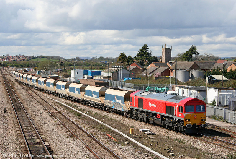 DB red 59206 'John F. Yeoman' passes Severn Tunnel Junction with 6C83, 1220 Machen to Westbury Yard on 7th April 2009.