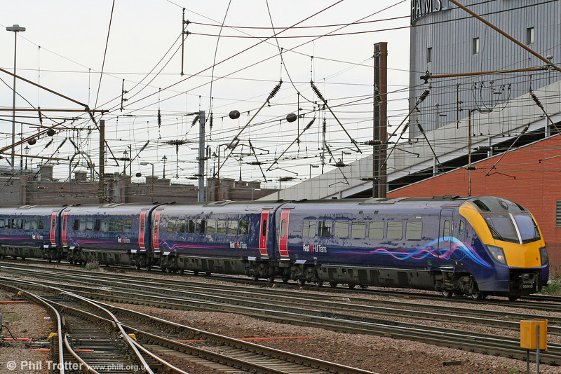 A second look at reliveried HT 180113 as it calls at Doncaster with 1A95, 1518 Hull to London Kings Cross on 6th August 2009.