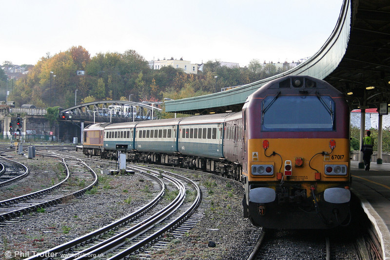 67017 'Arrow' waits at Bristol Temple Meads at the rear of 2Y10, 0913 Bristol Parkway to Weston Super Mare on 22nd October 2009. 67016 was leading at this point.