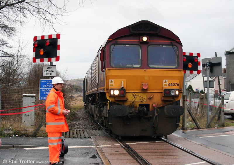66076 heads the return 6O07, 1500 Gwaun Cae Gurwen to Swansea Burrows Yard over the crossing at GCG on 16th January 2009.