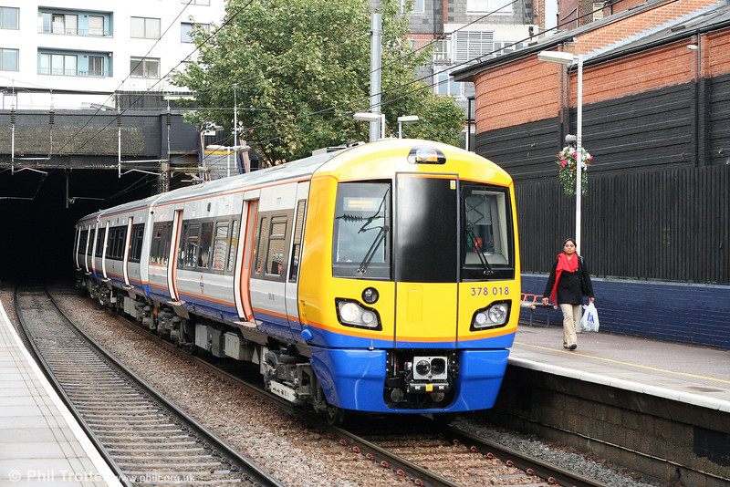 378018 calls at Finchley Road & Frognal forming the 1452 Stratford to Richmond on 24th October 2009. The three car 378/0 units will be extended to 4 car units and reclassified 378/2 during 2010.