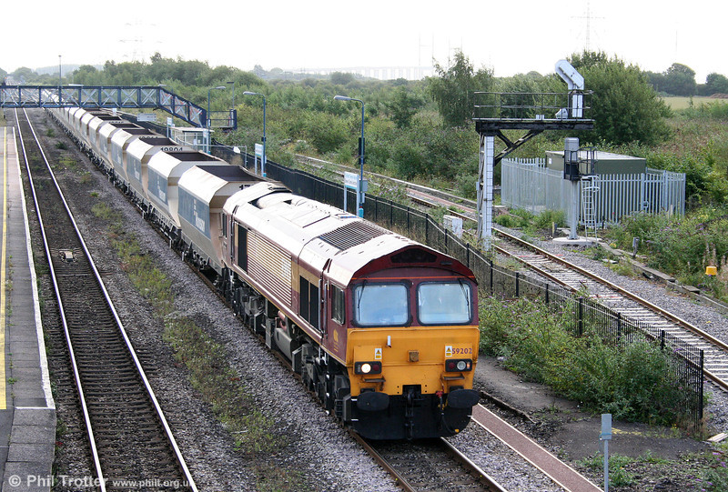 59202 'Vale of White Horse' passes Severn Tunnel Junction with 6B80, 0657 Westbury Down to Machen Quarry on 22nd August 2009.