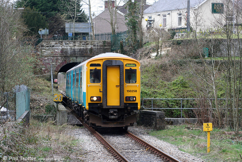 150258 emerges from Pontarddulais Tunnel forming the 1316 Swansea to Shrewsbury on 6th March 2009.