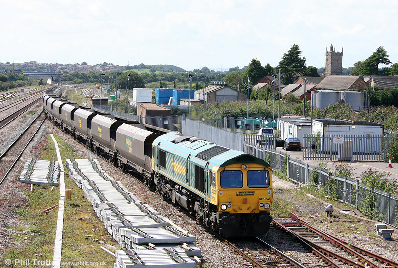 66952 at Severn Tunnel Junction with 4V22, 0915 Fiddlers Ferry to Stoke Gifford empties on 27th July 2009