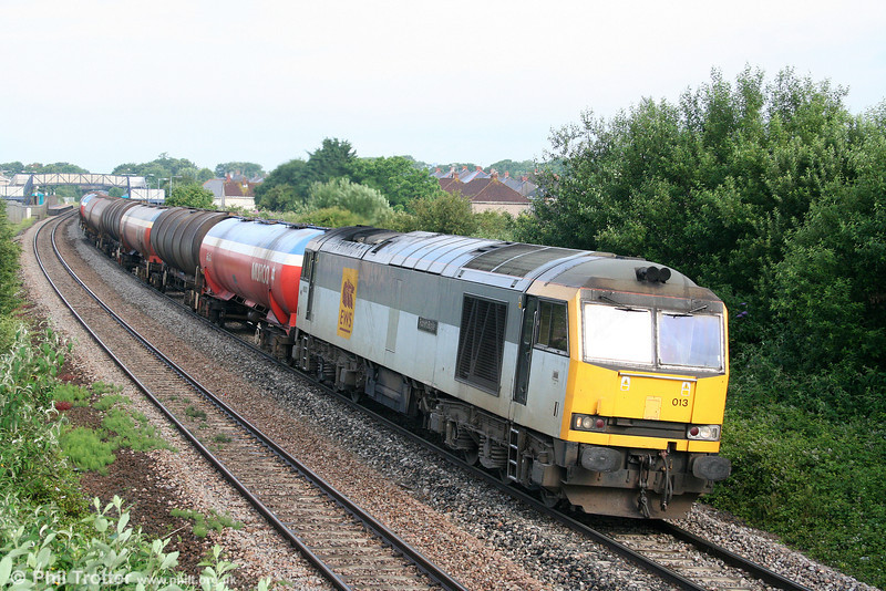 60013 'Robert Boyle' passes Pyle with 6B13, 0510 Robeston to Westerleigh on 4th July 2009.