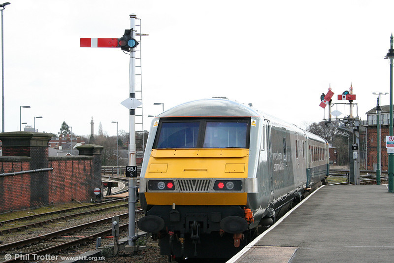 DVT 82303 is seen leaving Shrewsbury at the rear of 1P13, 1220 Wrexham General to London Marylebone on 14th March 2009.