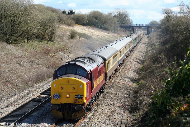 37401 descends Stormy Bank with Pathfinder's 1Z37, 0532 Nottingham to Machen via Tondu on 28th March 2009.