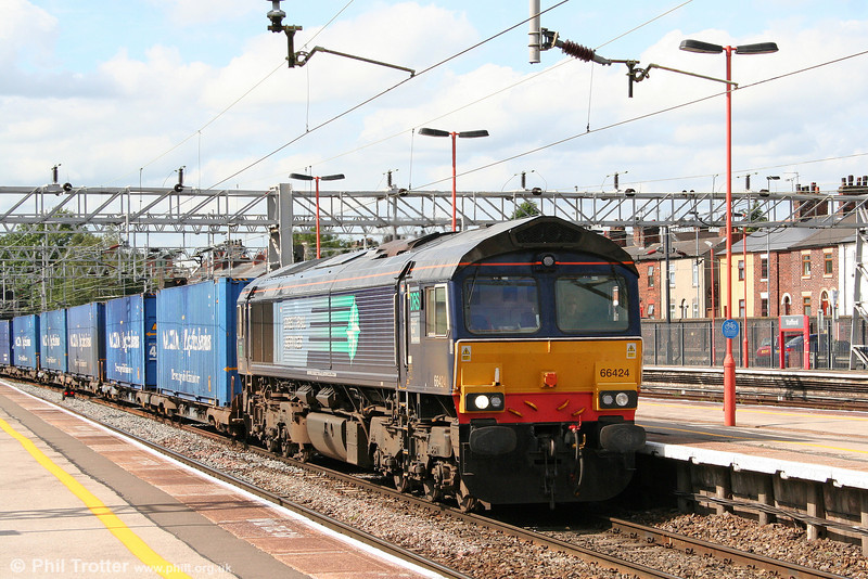 DRS 66424 in the sunshine at Stafford on 5th August 2009. The working is 4M44, 0716 Grangemouth to Daventry.