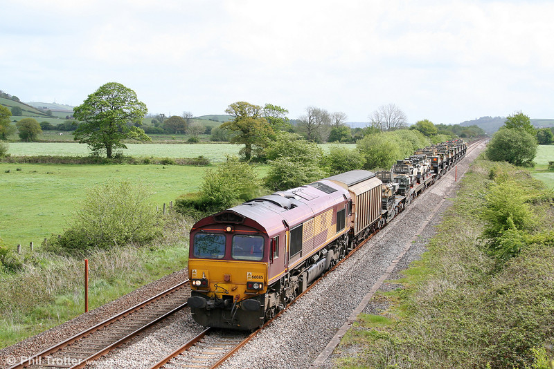 66085 passes Nantyrhebog, Carmarthenshire with its load of British Army tanks; 7X58, 0330 Didcot to Haverfordwest Yard on 9th May 2009.