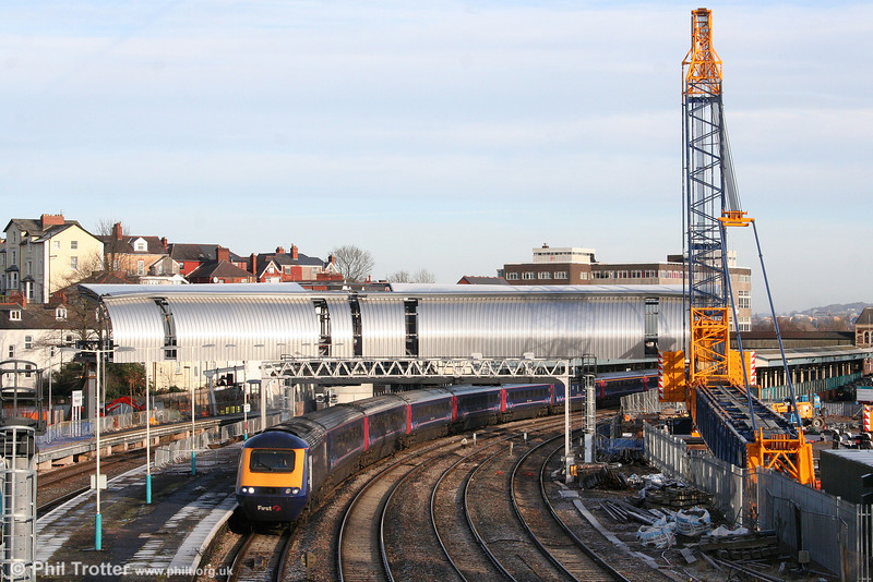 What Newport had for Christmas. During the seasonal shutdown, a new footbridge was lowered into place which will form the centrepiece of the £22m modernisation of Newport Station. 43032 heads FGW's 1125 Newport to Swansea on 28th December 2009, the Paddington service being truncated due to the other large engineering project at Severn Tunnel Junction.