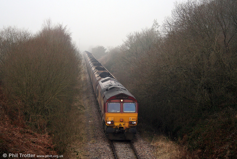 The disposal point is hidden by fog as 66134 pulls away from Hirwaun Ponds with 6C45, 1054 Tower Colliery to Aberthaw Power Station on 10th January 2009.