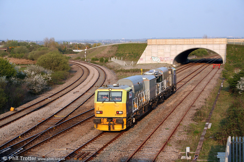 MPV DR98962/12 returns through Llandeilo Junction, running as 1843 Swansea to Whitland on 20th April 2009.