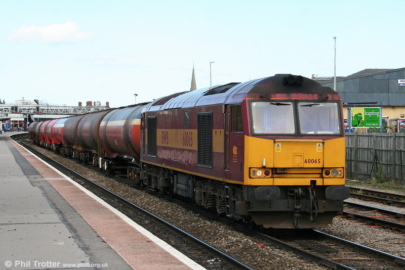60065 'Spirit of Jaguar' passes through Gloucester with 6B13, 0510 Robeston to Westerleigh on 11th April 2009.