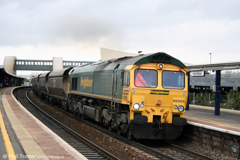 66565 accelerates through Bristol Parkway with 4V22, 1146 Crewe Basford Hall to Stoke Gifford on 9th April 2009.