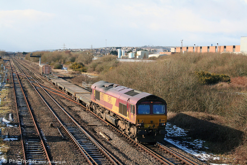 66182 passes Llandeilo Junction with 6A16, 1234 Haverfordwest to Didcot MoD train on 7th February 2009.