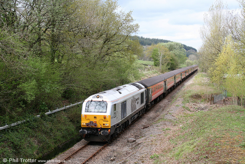 67029 'Royal Diamond' passes Derwydd with the Mid Cheshire Rail Users' Association's 1Z45, 0640 Hooton to Cardiff Central, 'The Heart of Wales Express' on 25th April 2009. Finally, the much-disputed issue of whether class 67s are permitted over the Heart of Wales Line has been resolved!