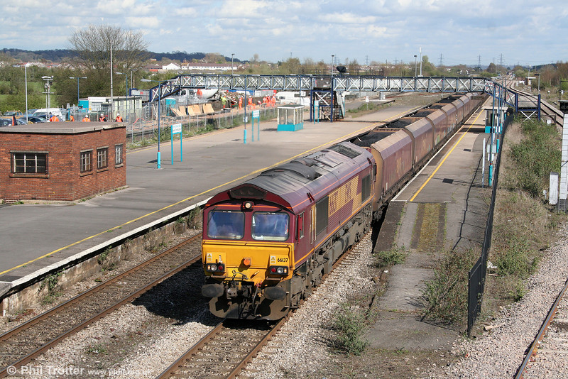 66137 passes Severn Tunnel Junction with 6B69, 1500 Portbury to Aberthaw P.S. on 7th April 2009.