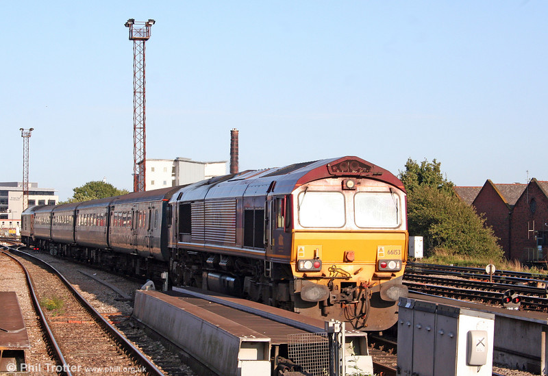 An unusual working on 24th August 2009 was the appearance of 66153 on the Taunton to Cardiff diagram, as a consequence of the non-availability of one of the usual class 67s. Here, 66153 is caught leaving Cardiff Central with the ECS, having arrived with 2U24, 1613 Taunton to Cardiff.