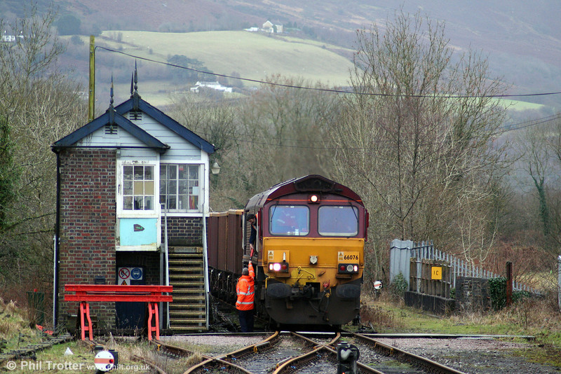 16th January 2009 was a significant day for the Gwaun Cae Gurwen Branch with the first train of MEAs heading for the opencast site at Tairgwaith. The footplate crew of 66076 are handed the token for the branch by the signalman at Pantyffynnon.