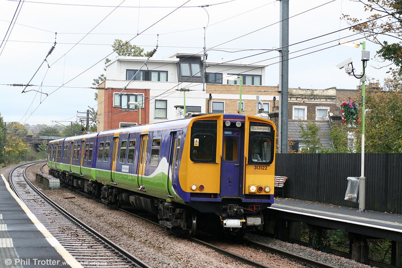 Carrying the Silverlink livery of the previous operator of these services, 313122 calls at Brondesbury forming the 1422 Stratford to Richmond on 24th October 2009.