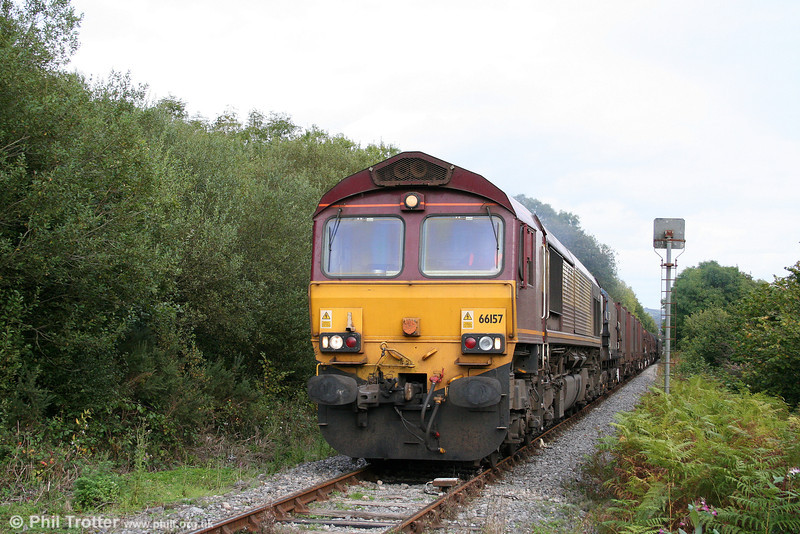 66157 approaches Fountain Crossing, Aberkenfig with 6H26, 1430 Llanwern to Margam on 4th October 2009.