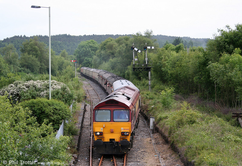 59205 'L Keith McNair' at Tondu with 1Z59, 1556 Carmarthen to London Paddington, the return 'Thames-Towy' on 13th June 2009.