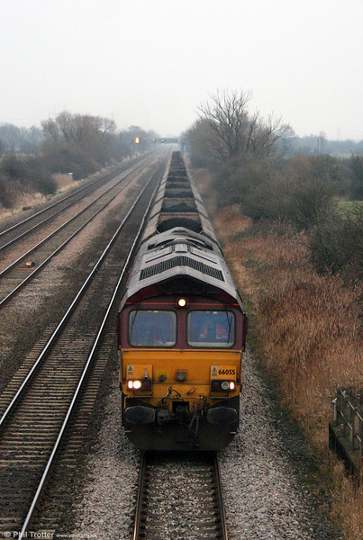 66055 heads through Coedkernew with 6B86, 1300 Portbury to Aberthaw on 10th January 2009.