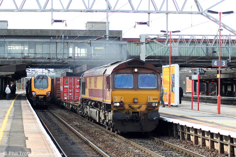 66113 at Stafford with 4O92, 1418 Trafford Park to Thamesport (Grain) intermodal on 5th August 2009.