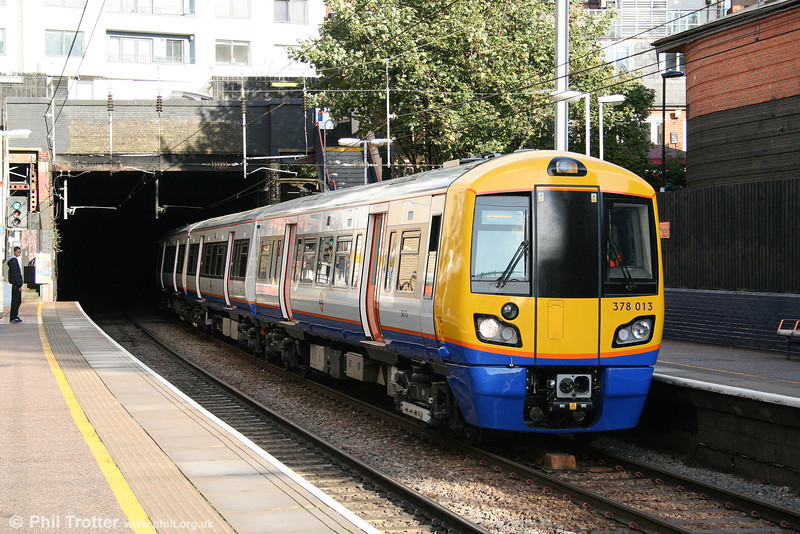 378013 emerges from Hampstead Heath Tunnel to call at Finchley Road & Frognal forming the 1507 from Stratford to Richmond on 24th October 2009.
